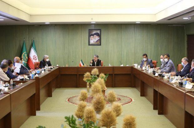 کشاورز ایرانی باید بر روی کرسی اقتدار غذایی جنوب غرب آسیا و منطقه خاورمیانه بنشیند، اقتدار غذایی از اقتدار نظامی کمتر نیست ، با این استراتژی و برای نیل به این هدف بزرگ ، باید با هم حرکت کنیم